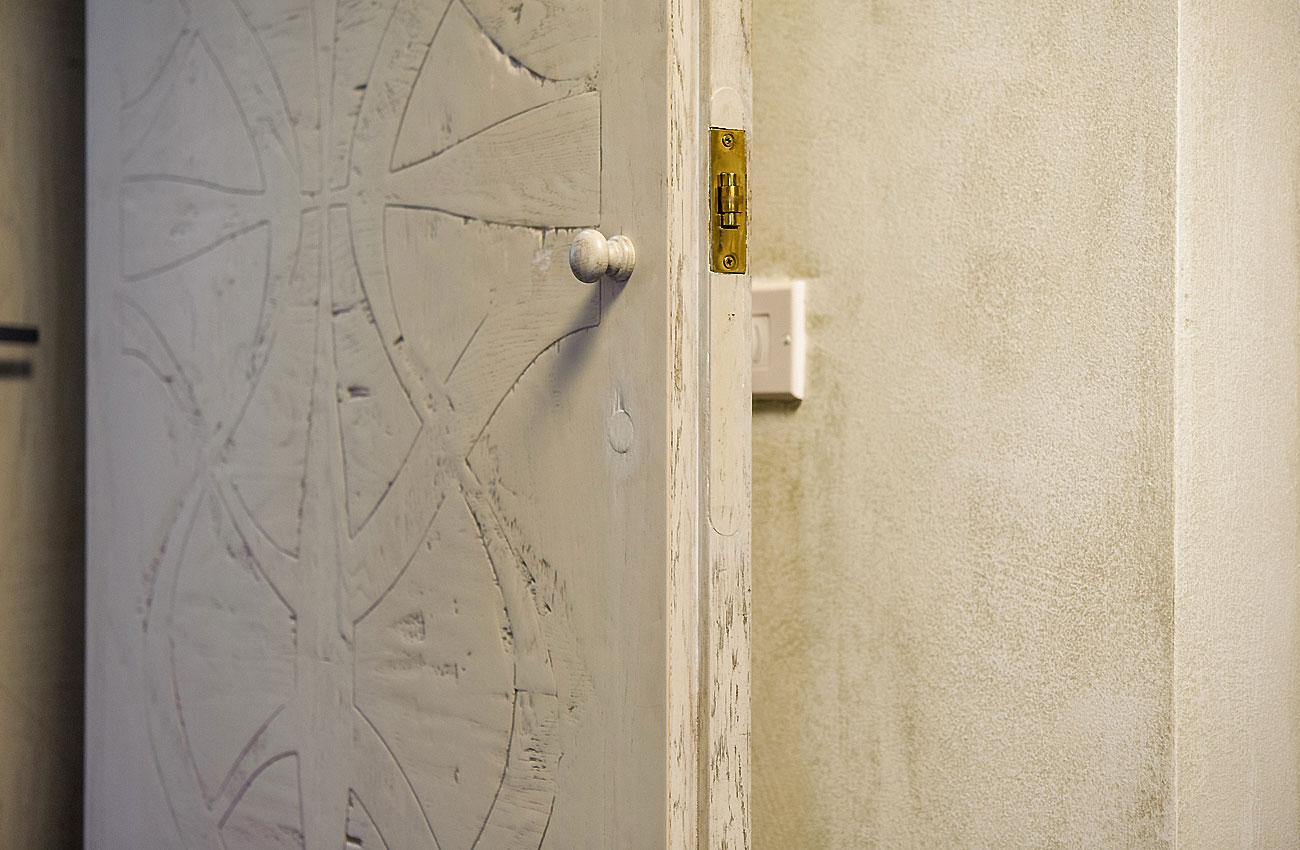 003-archimedebozzo-pavimenti-in-legno-parquet-porta-quercia-decorata-colorata-081