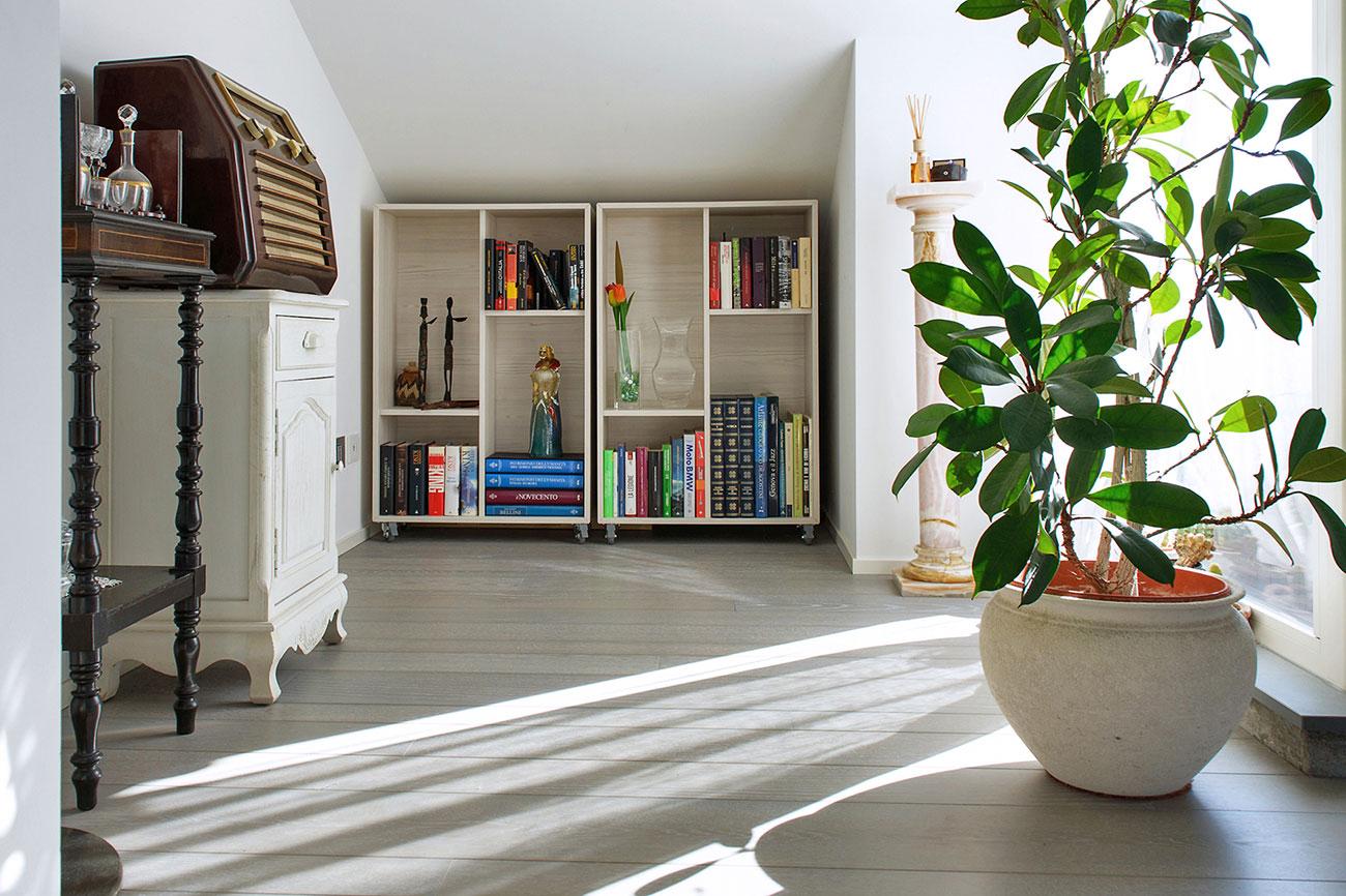 005-archimedebozzo-pavimenti-in-legno-parquet-grigio-quercia-spazzolata-decappata-09