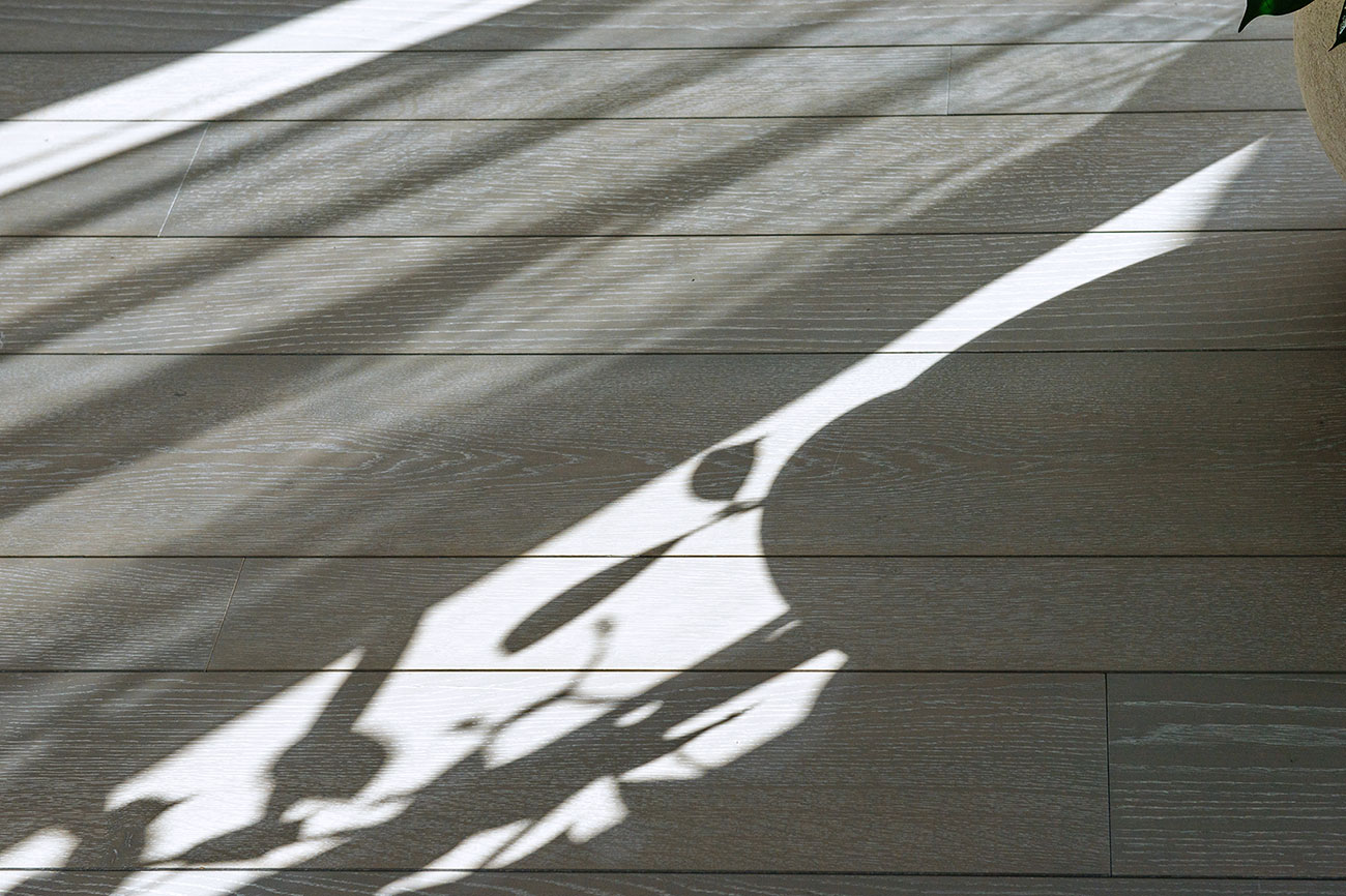006-archimedebozzo-pavimenti-in-legno-parquet-grigio-quercia-spazzolata-decappata-28