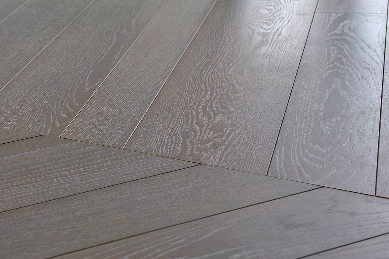 011-archimedebozzo-pavimenti-in-legno-parquet-grigio-quercia-spazzolata-decappata-25